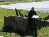 Tankwal aan de Leuvensedijk bij de Jezuietenwaai voorzien van informatiebord